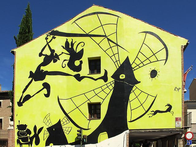 Street art - Casa Tapón * Alcala de Henares - Alcalá de Henares, Comunidad de Madrid, España - Courtesy of and pictured by Jacinta Lluch Valero  - Click here to see the original.