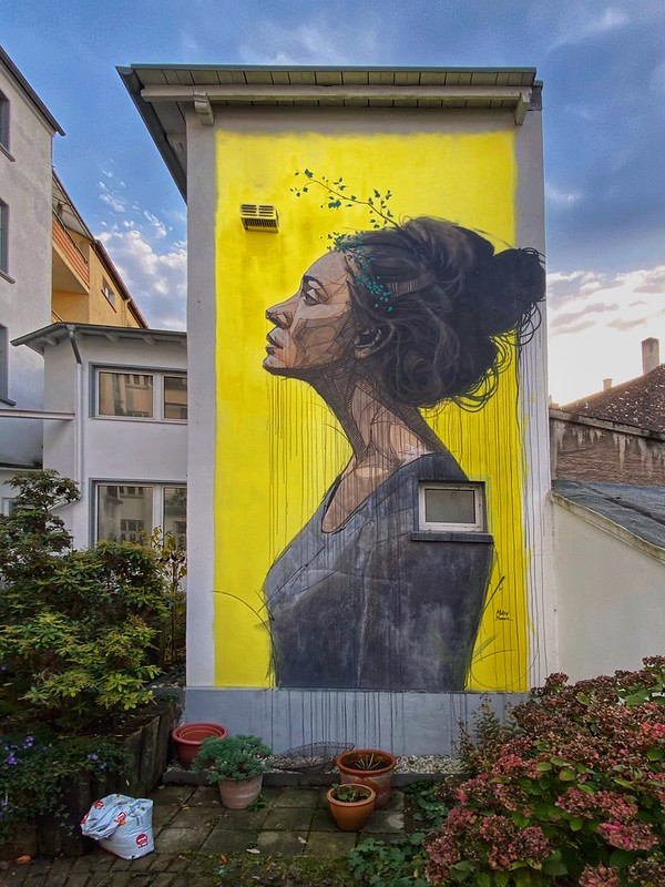 Street art - Woman In Profile - Hagen, Wehringhausen, Germany.